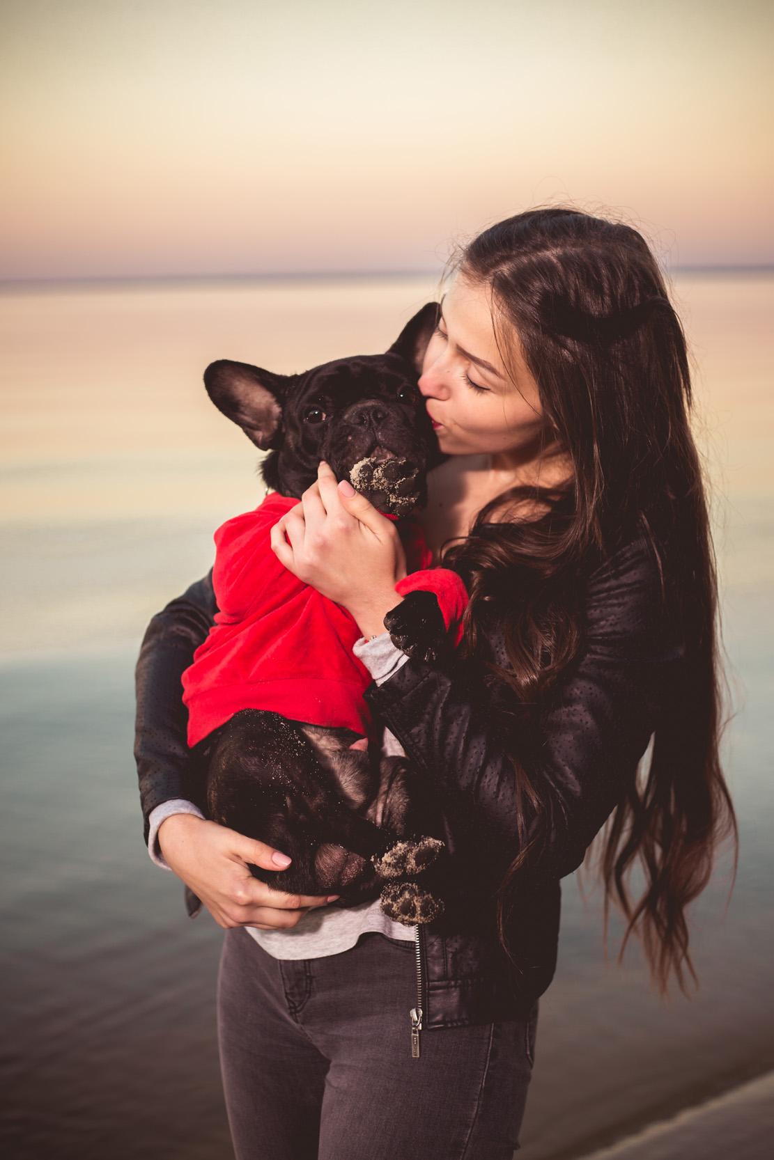 девушка с французким бульдогом, фотосессия с собакой, девушка с собакой