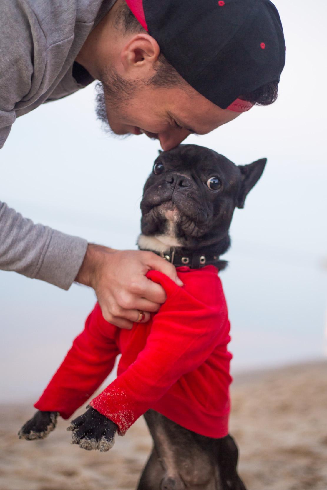 хозяин с собакой, фото с французким бульдогом
