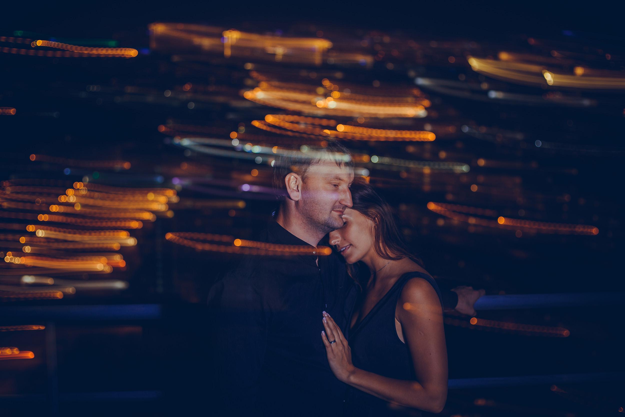 лавстори на фоне ночного города, влюблённая пара фото ночью